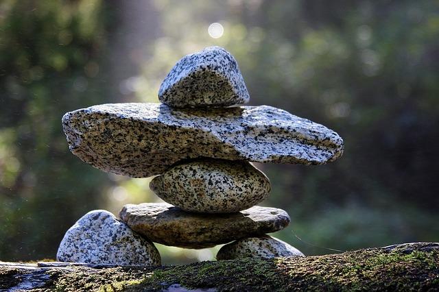 Gdzie najlepiej sprawdzą się kamienne podstawki?